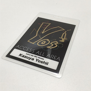 「Kazuya Yoshii 15th Anniversary Tour 2018 -Let's Go Oh! Honey-」吉井和哉使用のサイン入りバックステージパス
